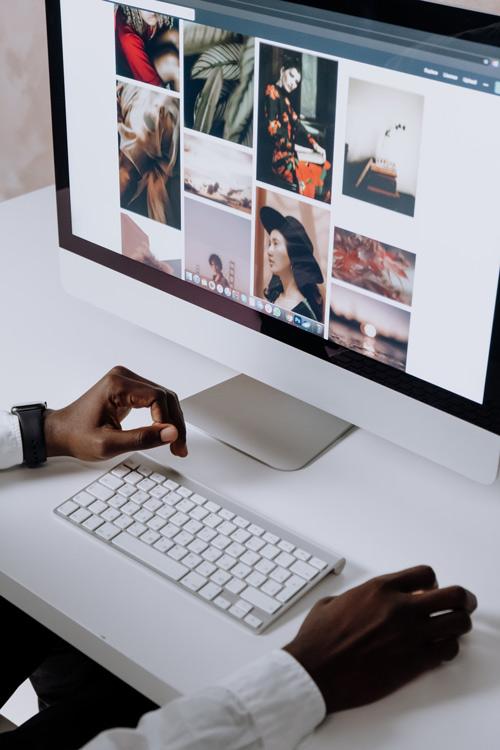 Une photo libre de droit sur internet peut être trouvée sur une banque d'images